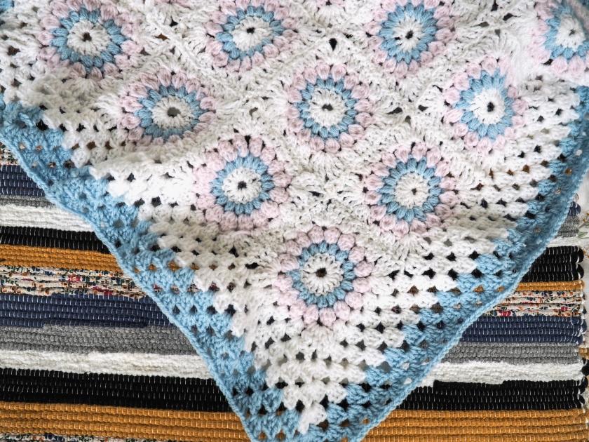 Crochet sunburst afghan baby blanket