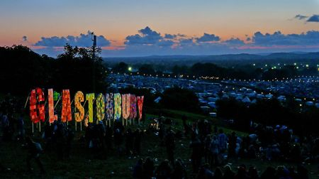 Glastonbury festival. Image by jaswooduk from UK (Glastonbury 2011) [CC BY 2.0 (http://creativecommons.org/licenses/by/2.0)], via Wikimedia Commons